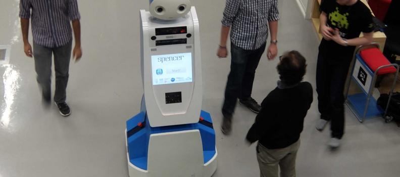 В аэропорту Нидерландов работает робот Спенсер